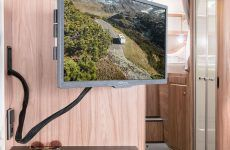 HYMER_Exsis_678_22_Zoll_TV_in_Funktion