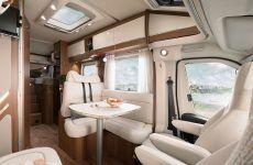 HYMER_Tramp_SL_Ambition_Sitzgruppe_Blick_von_Beifahrersitz