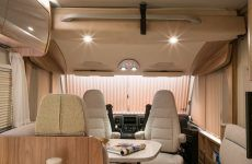 Hymermobil_B-Klasse_CL_698_Ambition_Interieur_Rollos_in_Funktion