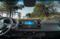 HYMER_BMC_580_GRAND_OAK_JANEIRO_Fahrerhaus_Armaturenbrett_MBUX_Multimediasystem_mit_Touchscreen